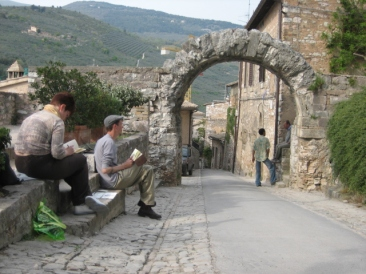 Painting on location in Spello with Reedart Painting Holidays Italy